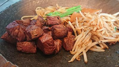 ステーキのお肉はマスターがひとつひとつチェック